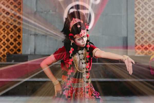 Dance of Silat — Martial Arts Hidden in Plain Sight